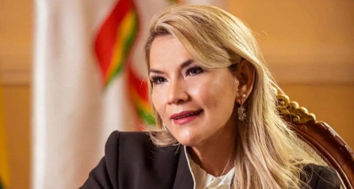 Añez anunció su retiro de la contienda electoral