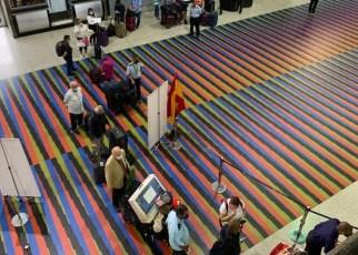 Entre la normativa de bioseguridad se prohibe la entrada de acompañantes al aeropuerto de Maiquetía