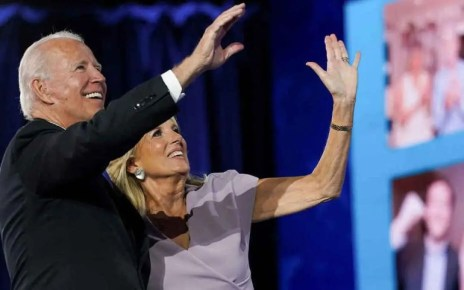 Biden y su esposa libres de COVID-19