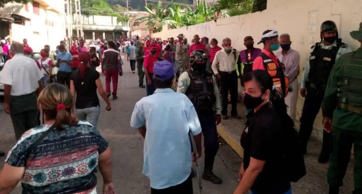 ¿Y el Covid-19? Entre largas filas y aglomeraciones, régimen realiza simulacro electoral con 100% de lo centros de votación activos