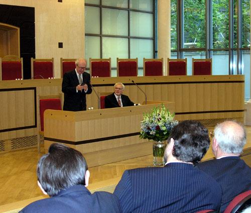 Lord Ralf Dahrendorf wygłasza wykład w TK 3 maja 2004. Foto: BTK