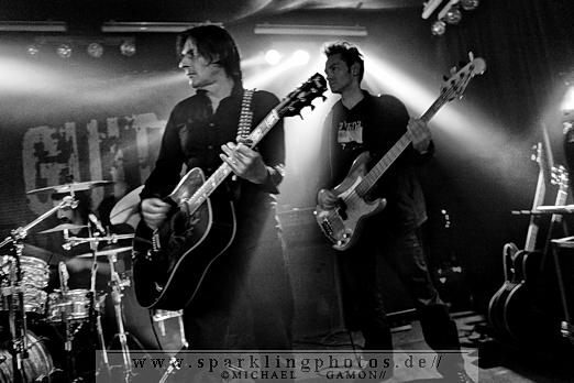 2010-11-26_Dead_Guitars_-_Bild_016x.jpg