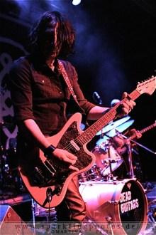 2011-11-01_Dead_Guitars_-_Bild_010.jpg