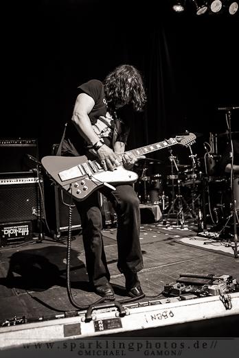 2012-04-07_Dead_Guitars_-_Bild_016x.jpg