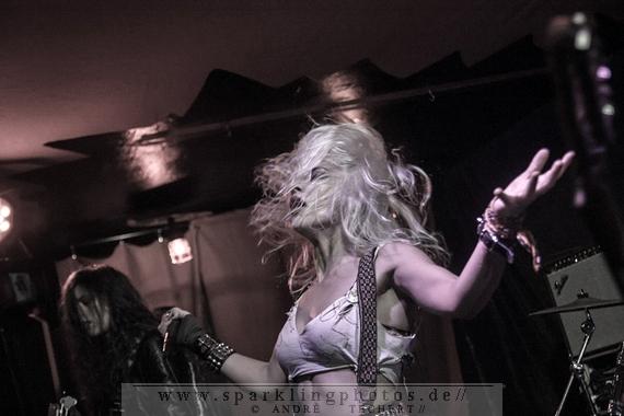 2014-10-25_Barb_Wire_Dolls_-_Bild_006.jpg
