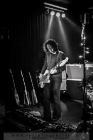 2014-12-20_Dead_Guitars_-_Bild_020x.jpg
