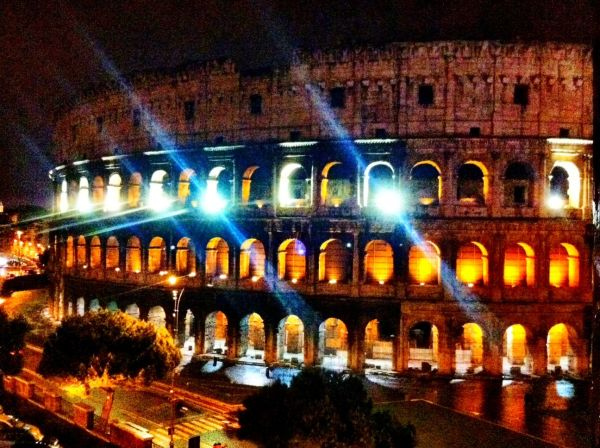 Photo of the Rome Coliseum at night