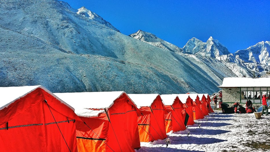 tents en route to hiking to Everest Base Camp