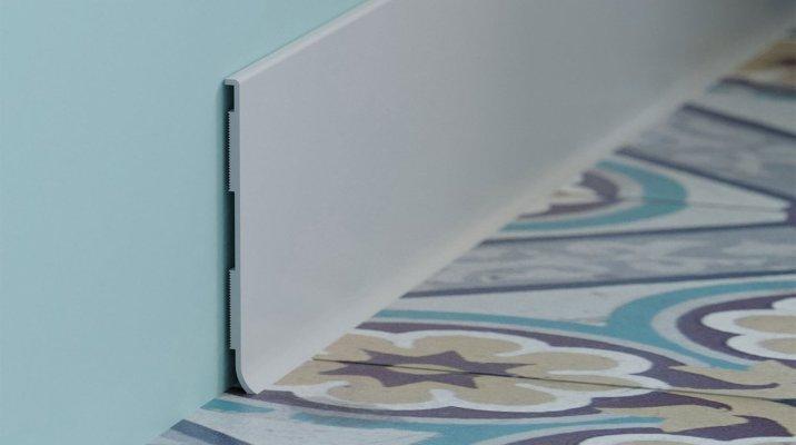 Plinthe à lèvre rigide PVC en blanc