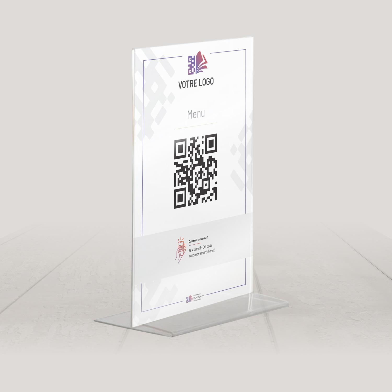 Visuel d'un chevalet plexi avec le QR code pour pouvoir accéder au menu digital et au cahier de rappel digital