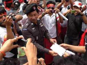 Mon youths protested in front of Burmese Embassy in Bangkok.
