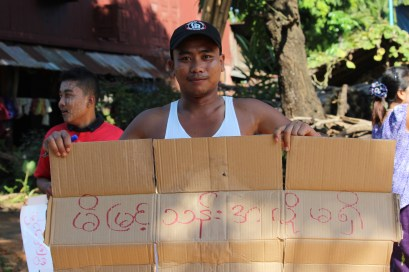 """Local holds sign reading """"No Mi Myint Thant"""" in Burmese. (Photo: Guiding Star)"""