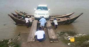 Docking a truck on two joined motorboats (Photo: Facebook-Belu Gyun)