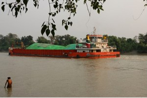 Ship carrying coal up Attaran River (Photo: MNA)