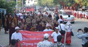 On March 19, tens of thousands of people marched in opposition to naming the new Mon State bridge after Bogyoke Aung San (Photo: MNA).