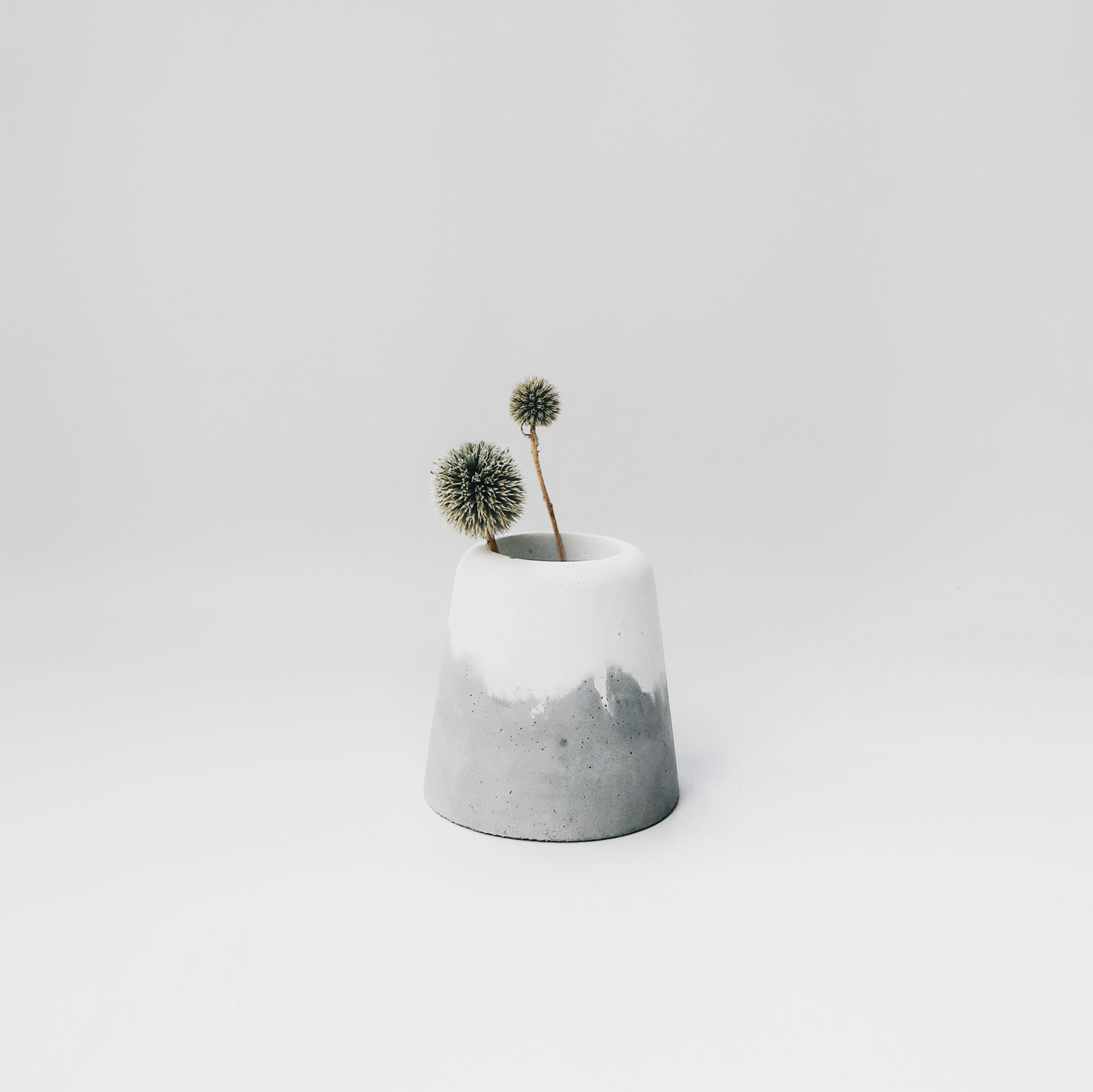 SNOW VOLCAN 雪火山雙色水泥盆器・牙刷座・置物盆 / Grey & White Concrete pot