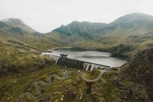 water dam between mountains