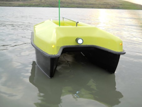 caraman lotus - Pescuiți eficient cu navomodele!