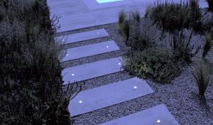 3009066 1 1 300x176 - Sisteme de iluminat pentru pavaje