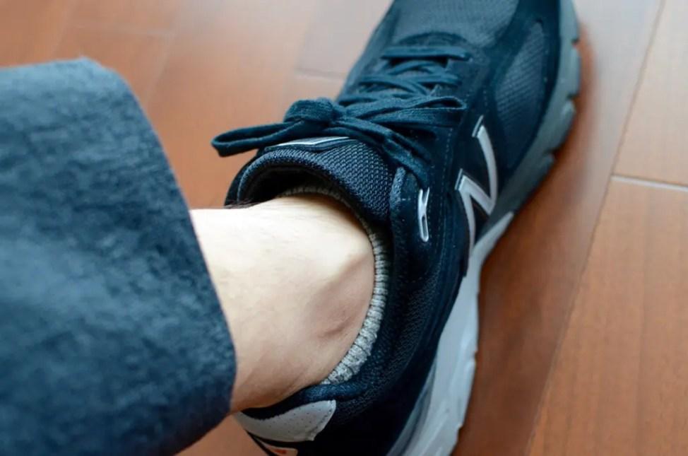 7d940190e0f32 『990v4』に足を入れた途端、足全体をやさしく、かつしっかりと包み込みような感覚を得られます。