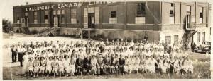 Les Allumettières étaient le nom donné à ces femmes qui fabriquaient les allumettes en bois, à l'usine de la E.B.Eddy.