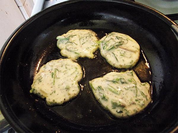 recette de fanes de radis en beignet de légumes antigaspi