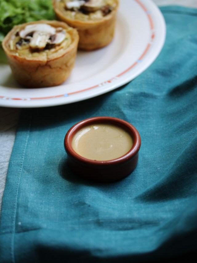 Recette végétarienne de quiche aux champignons et sauge sans gluten et sans lactose avec une vinaigrette balsamique au miel   Mon petit balcon