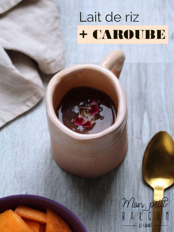 lait de riz et poudre de caroube dans une tasse en céramique rose poudrée | Mon petit balcon