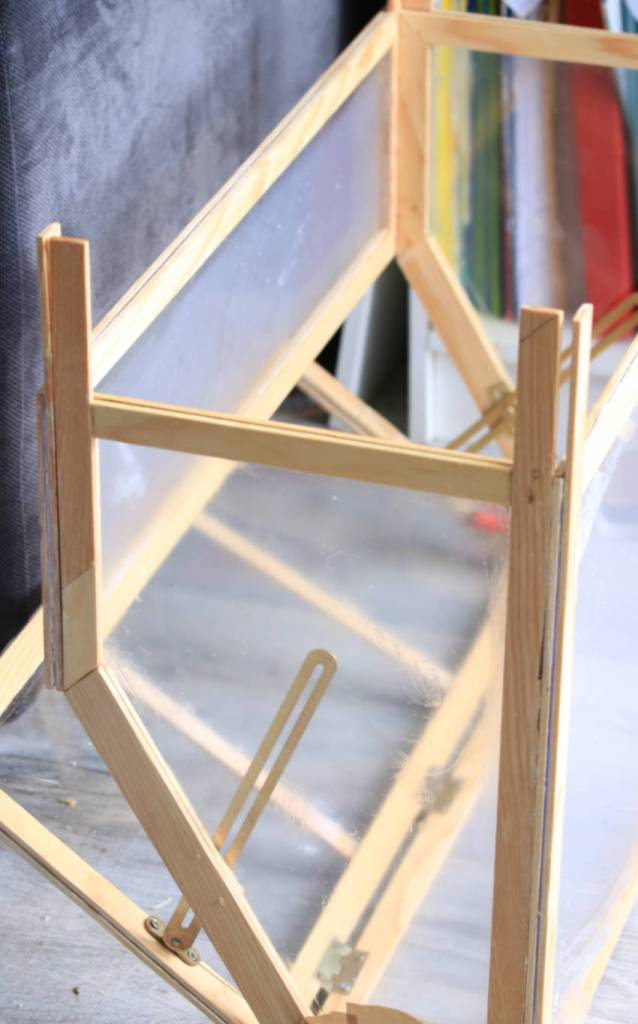 assemblage et collage de la serre en bois