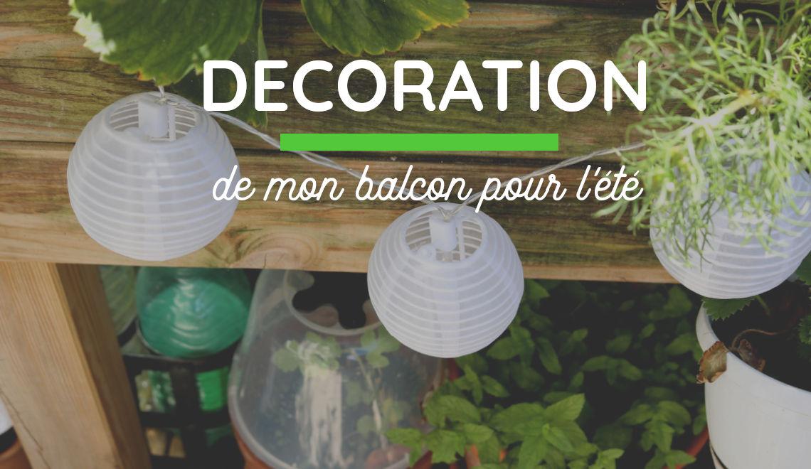 décoration d'un balcon avec un petit salon de jardin