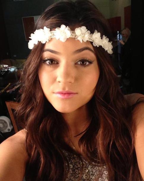 14dkylie-jenner-twitter-flowers