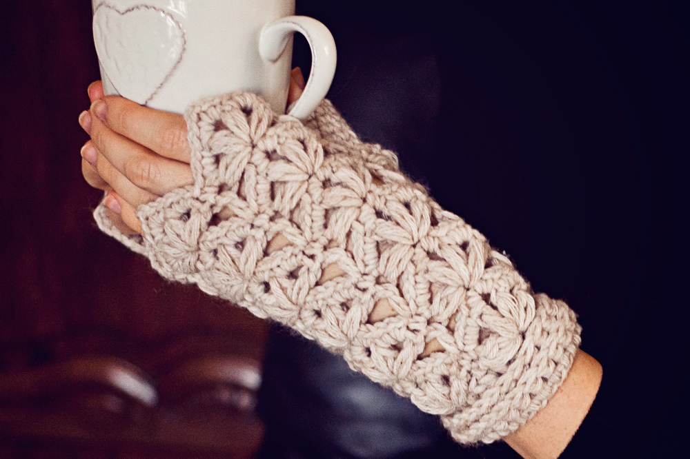 New pattern–Flower Fingerless Gloves