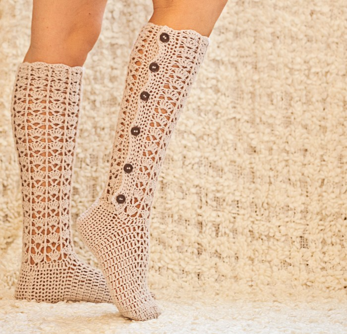 Knee High Buttoned Socks, crochet pattern by Mon Petit Violon