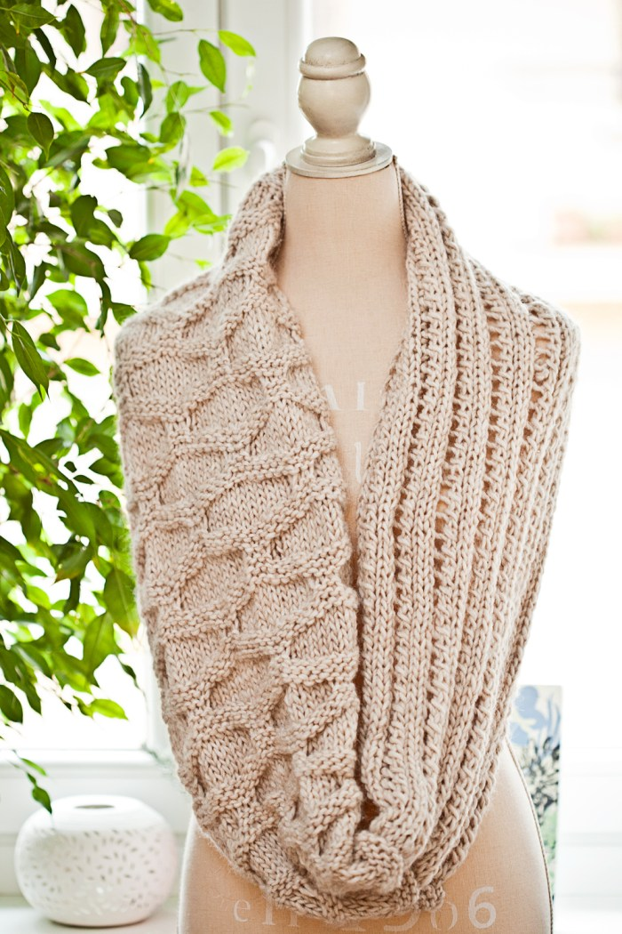 It could be your new favorite winter accessory... Knit Infinity Cowl by Mon Petit Violon, knit pattern