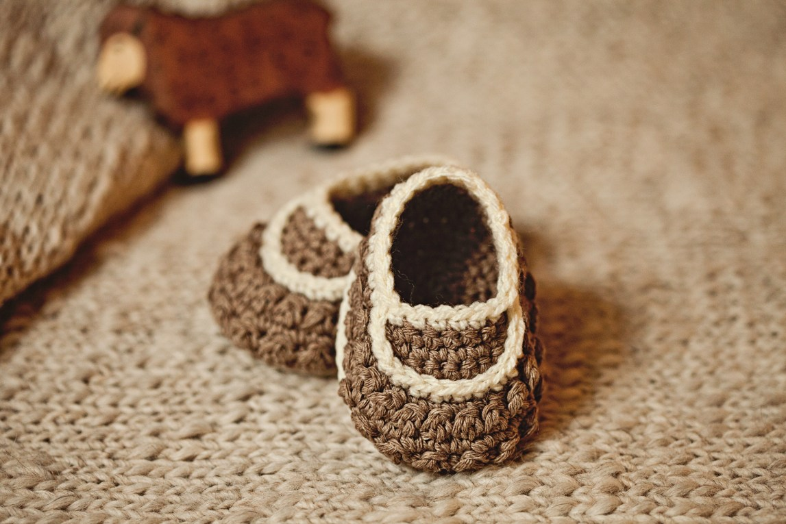 Little Lamb Loafers, crochet pattern by Mon Petit Violon