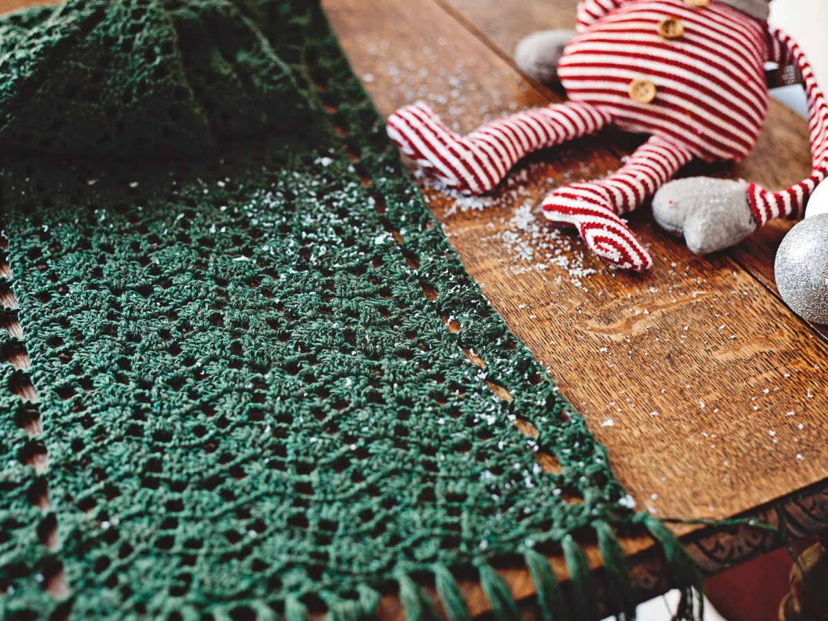 Christmas Lace Shawl - get it for FREE!