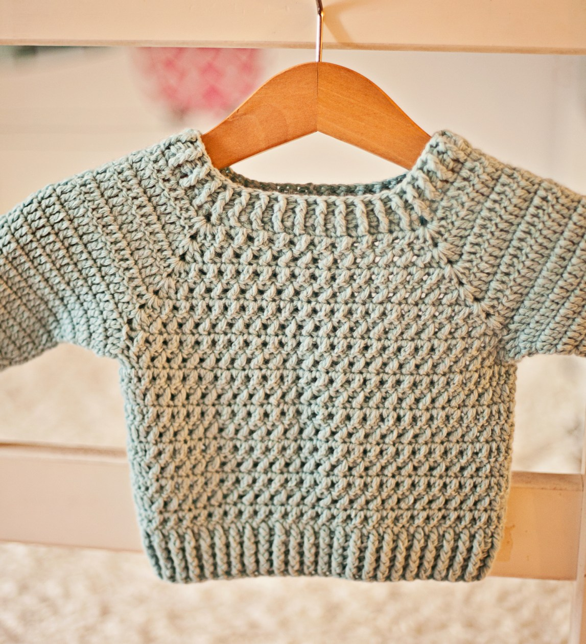River Coast Sweater, crochet pattern by Mon Petit Violon. www.monpetitviolon.etsy.com