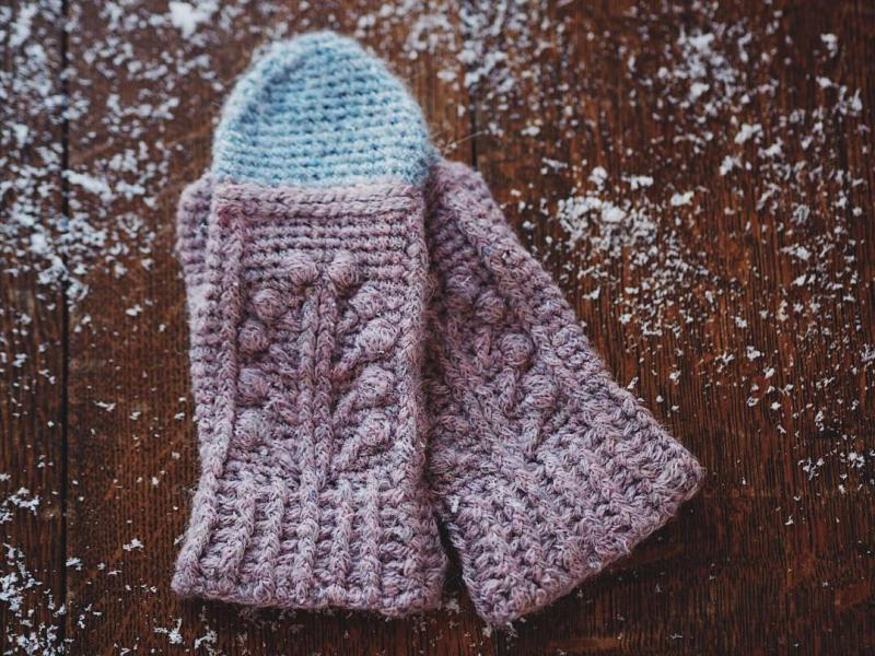 Winter Garden Mittens, crochet pattern by Mon Petit Violon
