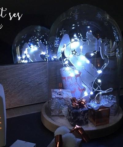 Décoration de table : renne sous cloche et ses cadeaux