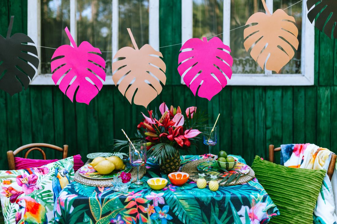 kaboompics_Paper Monstera Leaves, Party Table