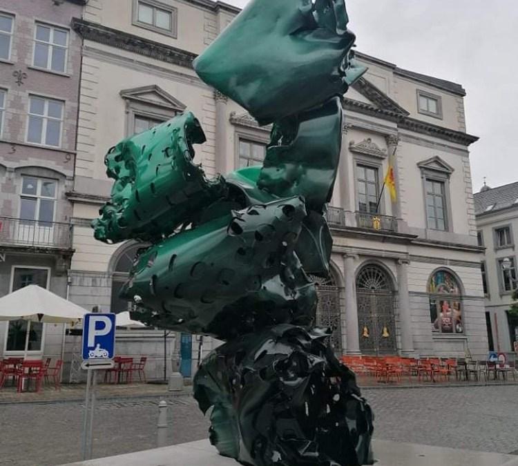 3 structures d'Arne Quinze sur la Grand-Place de Mons