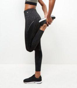 legging-de-sport-gris-fonce-a-motif-teint-par-espacement