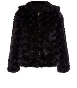 veste-a-capuche-noire-en-fausse-fourrure