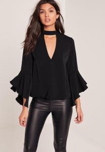 blouse-noire-dcollet-dcoup-manches-volantes