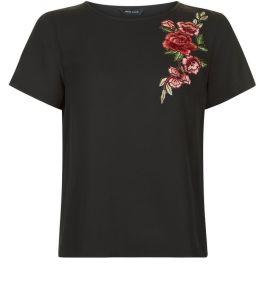 t-shirt-noir-a-broderies-florales