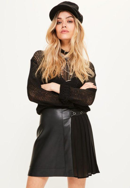 mini-jupe-noire-en-simili-cuir-dtails-plisss