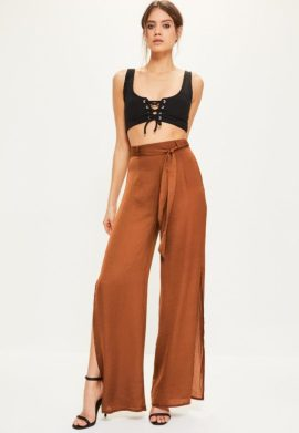 pantalon-large-marron-fendu-en-satin