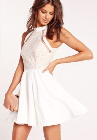 robe-patineuse-blanche-buste-dentelle-bandes-tulle