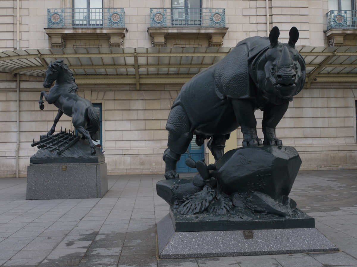 exposition-universelle-vestiges-paris-monsieur-madame-statues-animaux