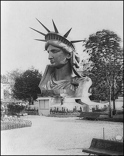 exposition-universelle-vestiges-paris-monsieur-madame-tete-statue-liberté